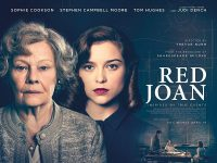 Judi Dench, Sophie Cookson are posing for a picture